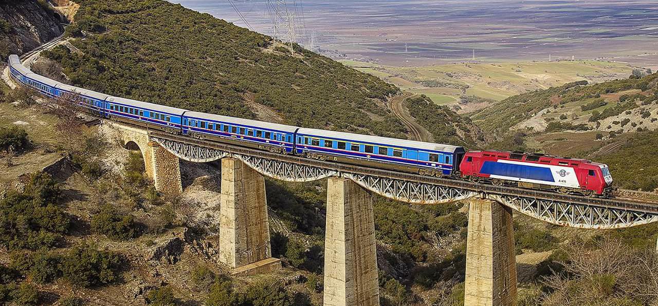 Παλαιά σιδηροδρομική γέφυρα.